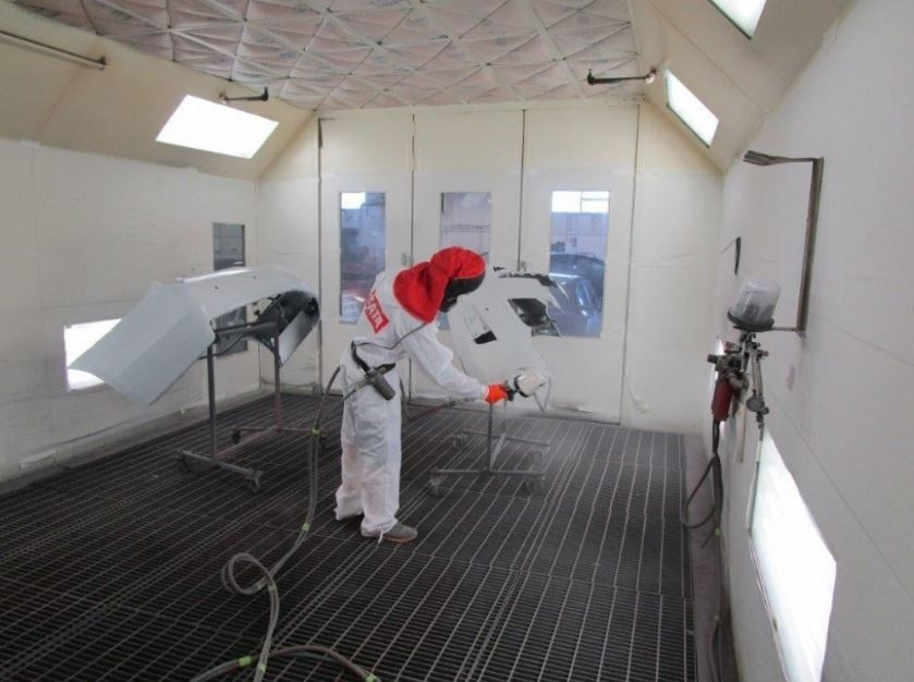 HCC Kansas City - A professional refinished collision repair requires a professional spray booth like what we have here at Hendrick Collision Center Of Kansas City in Kansas City, MO, 64131.