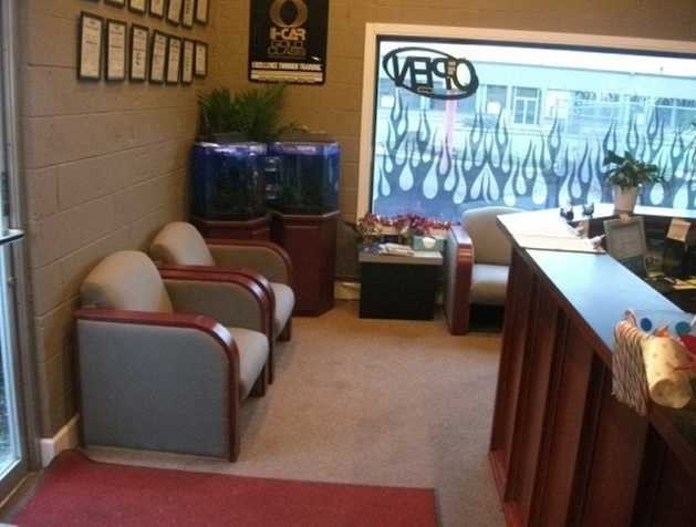 Pro Finish Inc. has a waiting area at our body shop, located at Kent, WA, 98032 is a comfortable and inviting place for our guests.