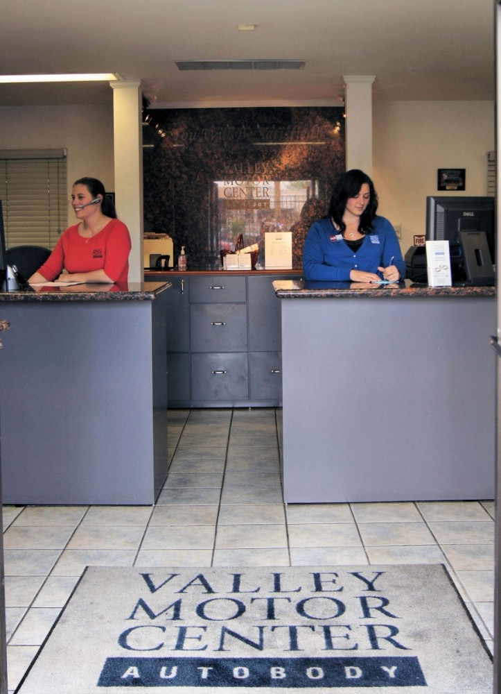 Our body shop's business office located at Van Nuys, CA, 91411 is staffed with friendly and experienced personnel.