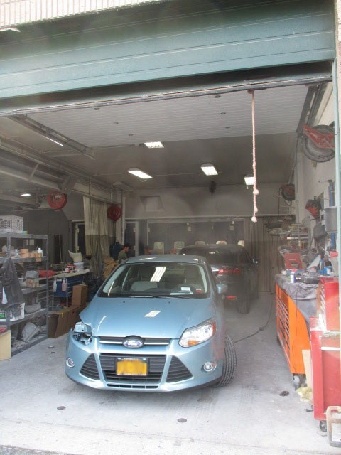 Keeping a collision repair facility clean and organized is a true talent.  Here at Star Auto Collision Center, Mamaroneck, NY, 10543, we strive to maintain a well-organized, neat and clean facility.