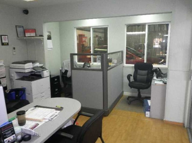 Hustead's Collision Center Berkley North - Our body shop's business office located at Berkeley, CA, 94710 is staffed with friendly and experienced personnel.