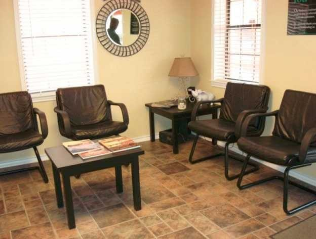 The waiting area at our body shop, located at 116 W Cedar St, Seguin, TX, 78155   is a comfortable and inviting place for our guests.