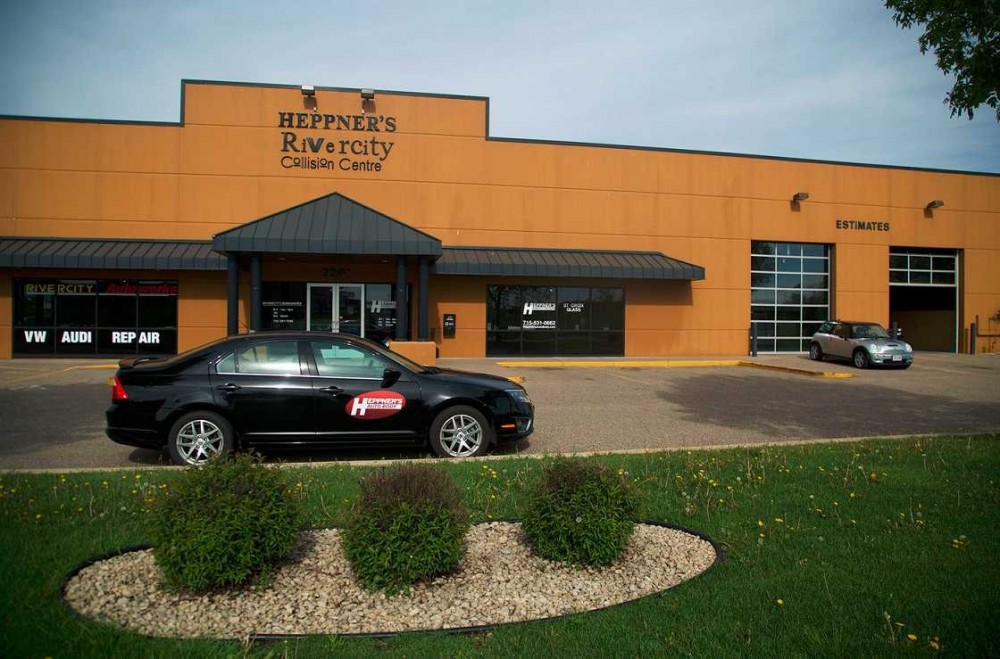 We are Centrally Located at Woodbury, MN, 55125 for our guest's convenience and are ready to assist you with your collision repair needs.