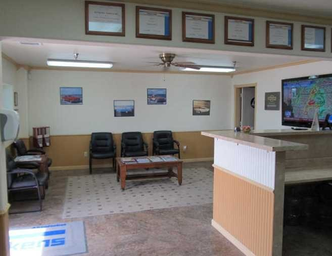 The waiting area at our body shop, located at Armona, CA, 93202 is a comfortable and inviting place for our guests.