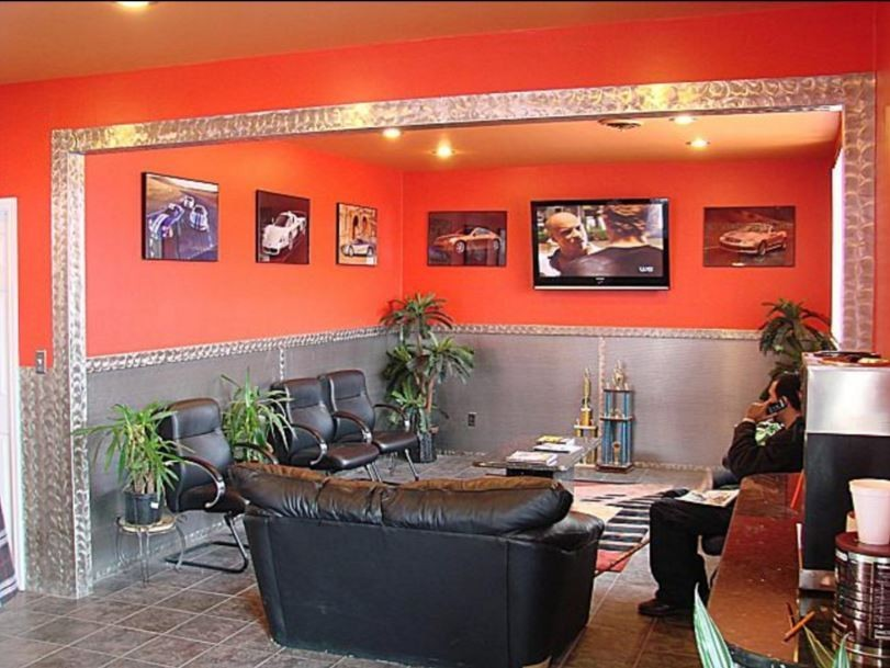 The waiting area at our body shop, located at Rockville, MD, 20850 is a comfortable and inviting place for our guests.