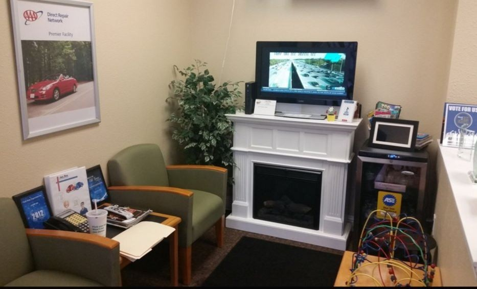 The waiting area at our body shop, located at Elk Grove, CA, 95624 is a comfortable and inviting place for our guests.