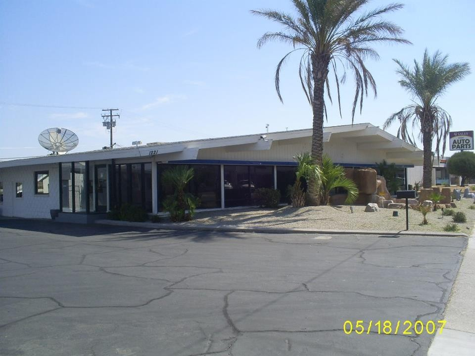 Signature Auto Collision 1221 W. Main St. Barstow, CA 92310    Collision Repair Services.     Centrally Located for our Guest's Convenience.