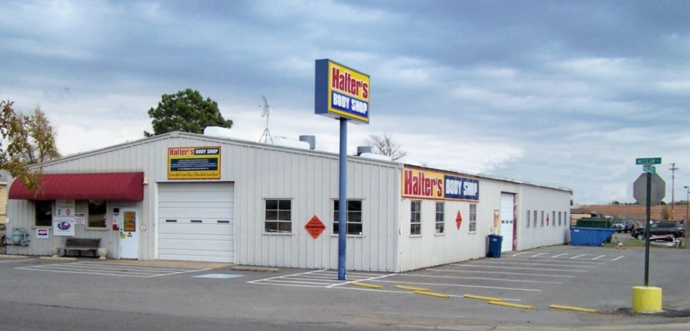 We are Centrally Located at Conway, AR, 72032 for our guest's convenience and are ready to assist you with your collision repair needs.