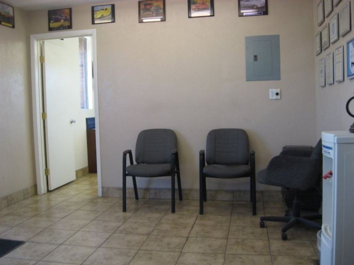 The waiting area at our body shop, located at West Valley City, UT, 84119 is a comfortable and inviting place for our guests.