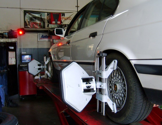 wheel alignment machine in Mountain View California