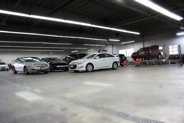 Pacific Elite Collision Centers- El Segundo Clean and Professional Collision Repair Center