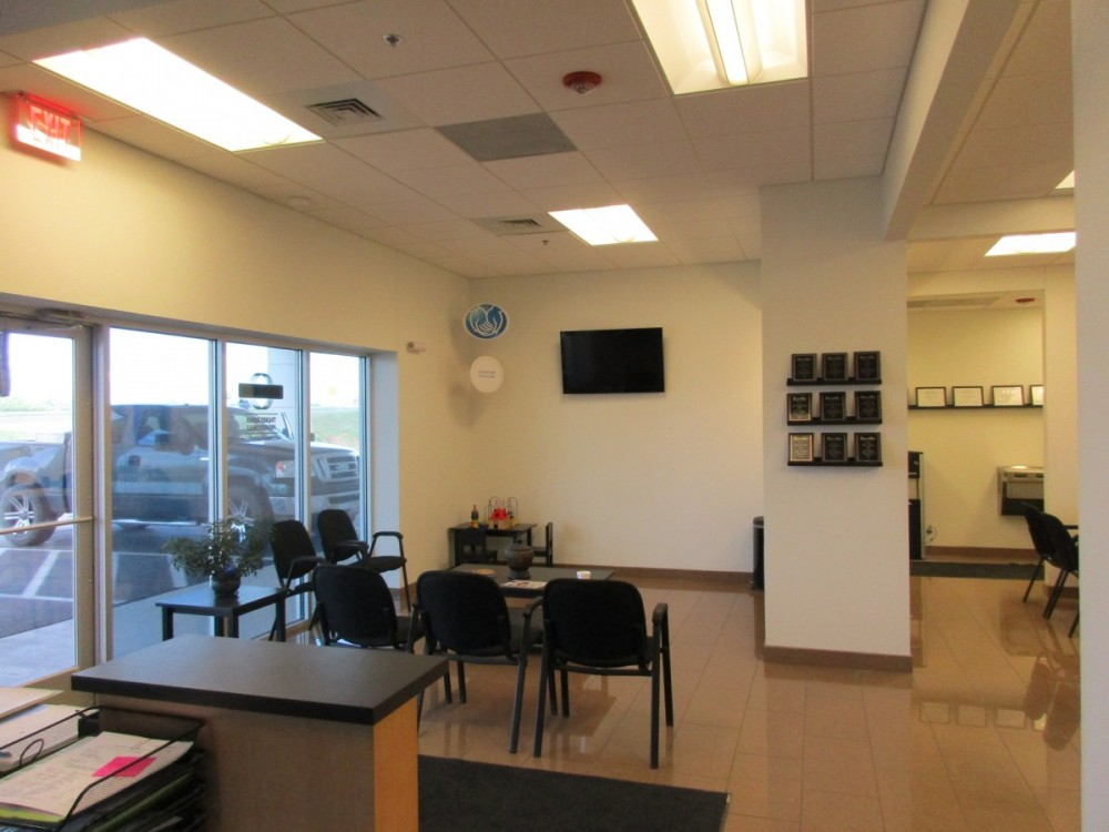 The waiting area at our body shop, located at Waco, TX, 76712 is a comfortable and inviting place for our guests.