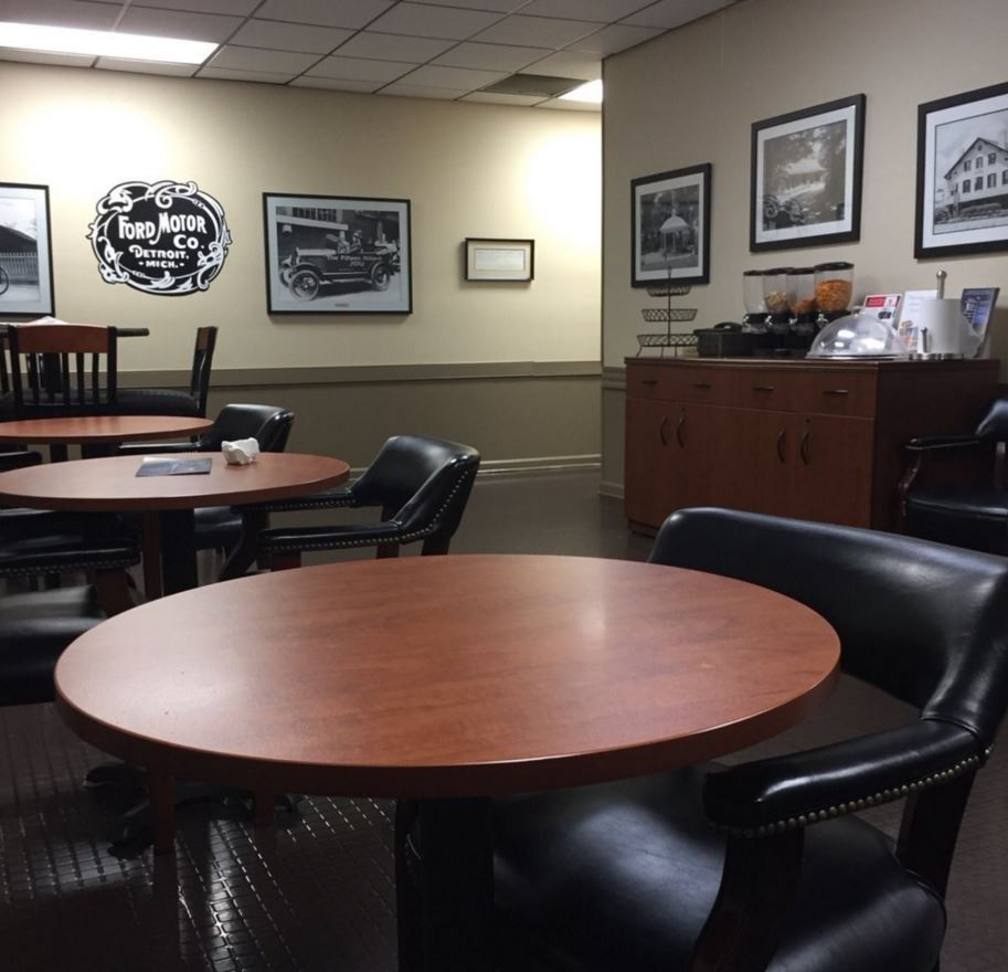 The waiting area at our body shop, located at Huntsville, AL, 35816 is a comfortable and inviting place for our guests.