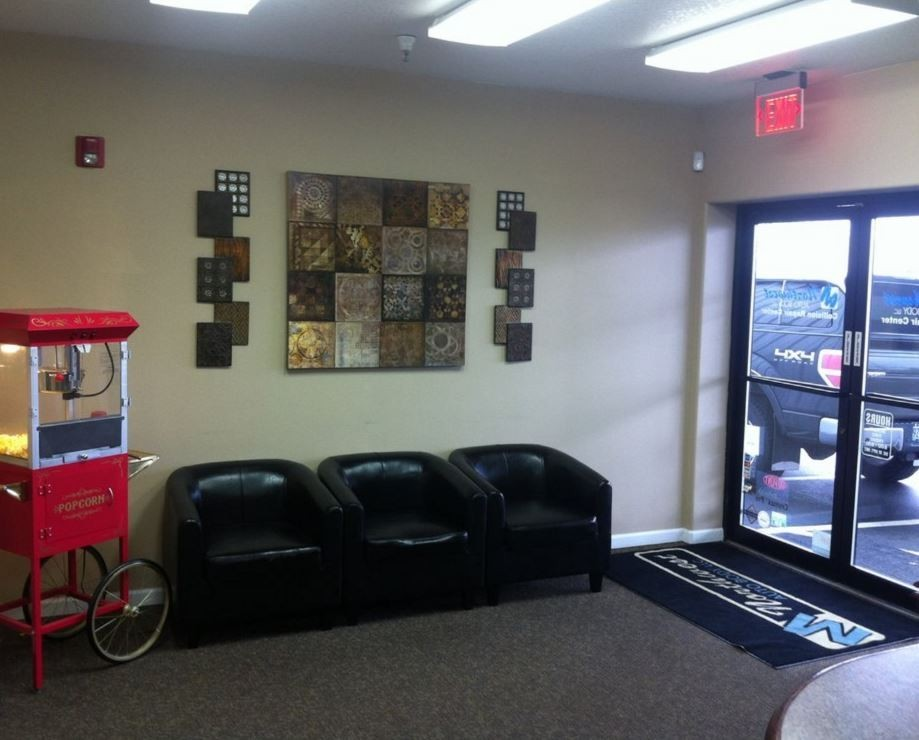 The waiting area at our body shop, located at Vancouver, WA, 98661 is a comfortable and inviting place for our guests.