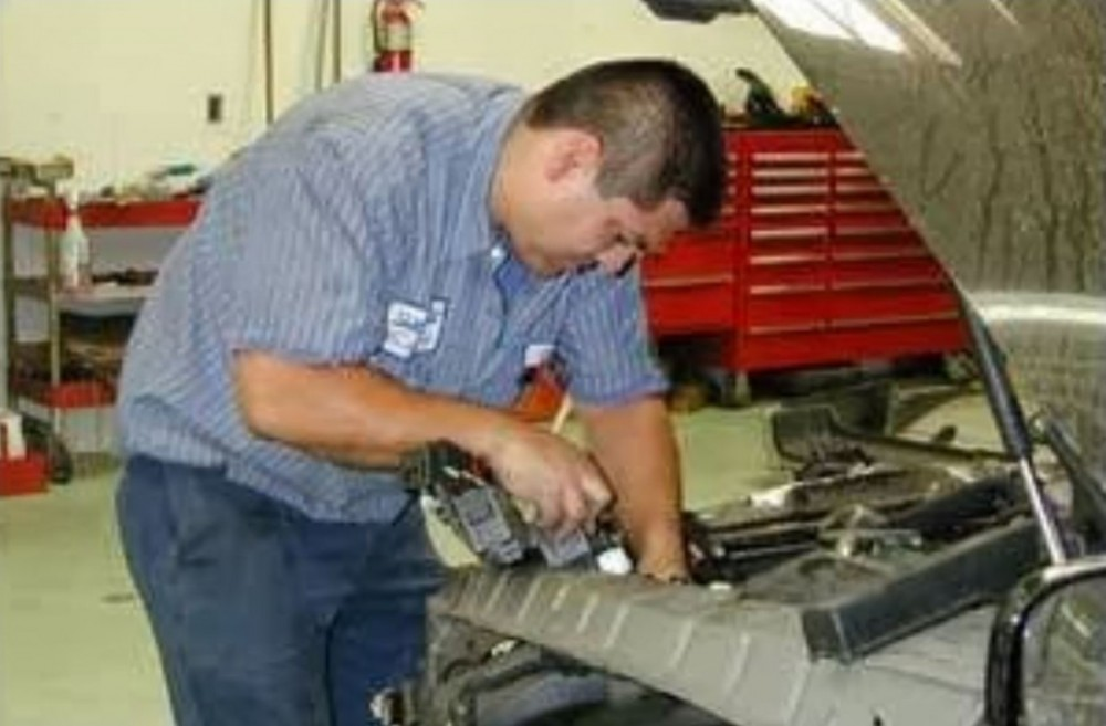 Collision structure and frame repairs are critical for a safe and high quality repair.  Here at Wondries Family Collision Center, in Alhambra, CA, 91803, our structure and frame technicians are I-CAR certified and have many years of experience.