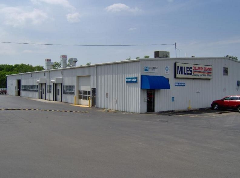 We are centrally located at Decatur, IL, 62526 for our guest's convenience and are ready to assist you with your collision repair needs.