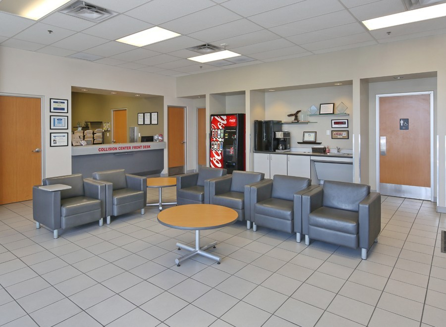 ABC Nissan Collision Center - Here at ABC Nissan Collision Center, Phoenix, AZ, 85014, we have a welcoming waiting room.