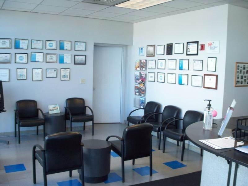 Serramonte Ford Collision Center 500 Collins Ave  Colma, CA 94014  A Comfortable Guest's Waiting Area .....