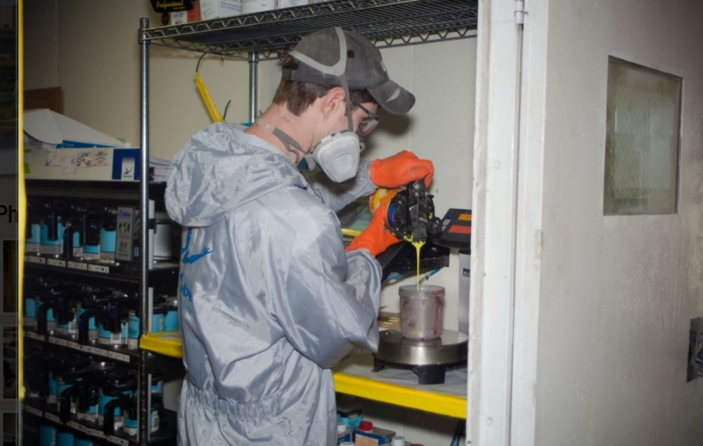A clean and neat refinishing preparation area allows for a professional job to be done at