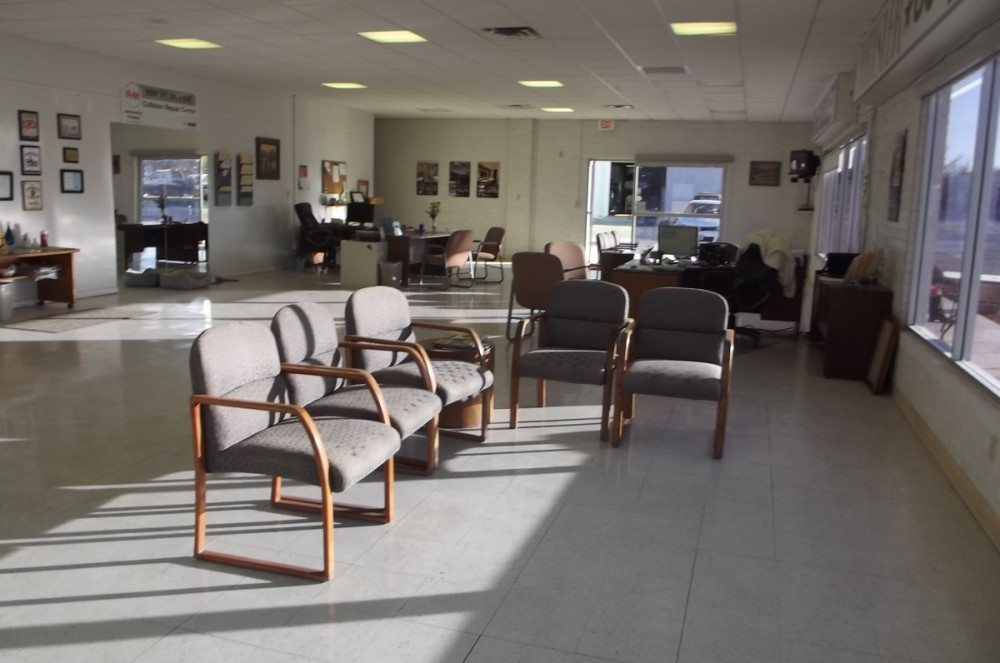 The waiting area at our body shop, located at Benson, AZ, 85602 is a comfortable and inviting place for our guests.