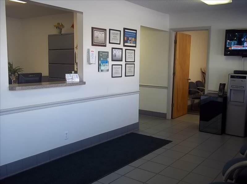 The waiting area at our body shop, located at Lake Park, FL, 33403 is a comfortable and inviting place for our guests.