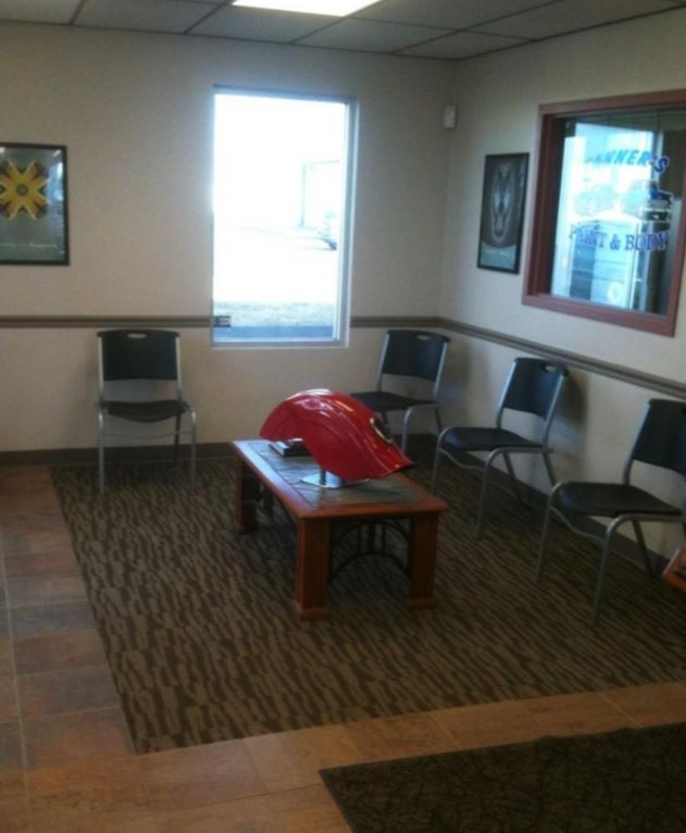 The waiting area at our body shop, located at Springfield, MO, 65802 is a comfortable and inviting place for our guests.