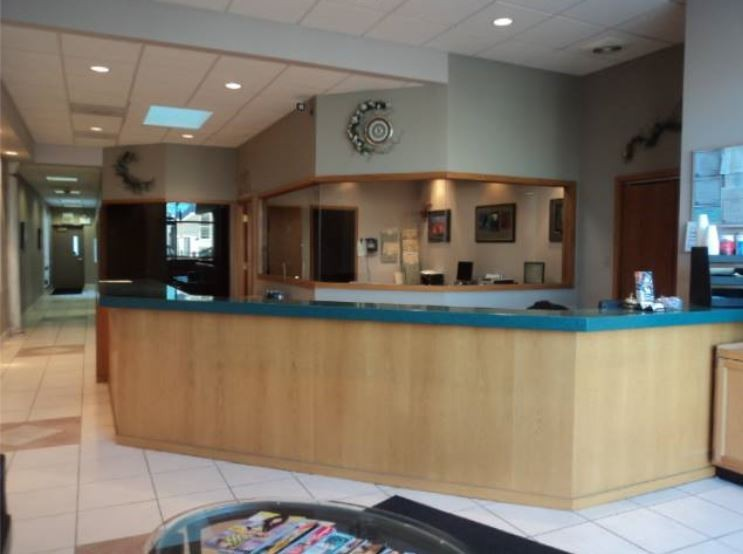 CARSTAR Chicago 38th Street waiting area at our body shop is a comfortable and inviting place for our guests.