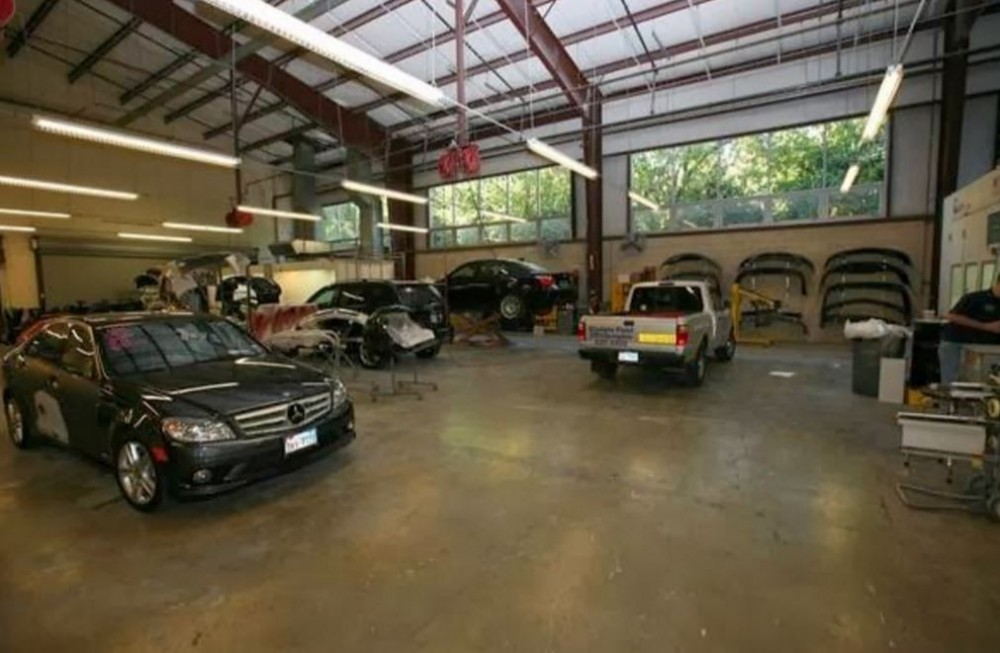 We are a state of the art Collision Repair Facility waiting to serve you, located at Austin, TX, 78752.