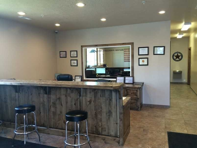 The waiting area at our body shop, located at Vernal, UT, 84078 is a comfortable and inviting place for our guests.