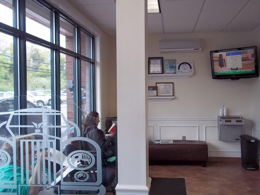 Here at Olender's Body Shop, Inc., Vernon Rockville, CT, 06066, we have a welcoming waiting room.