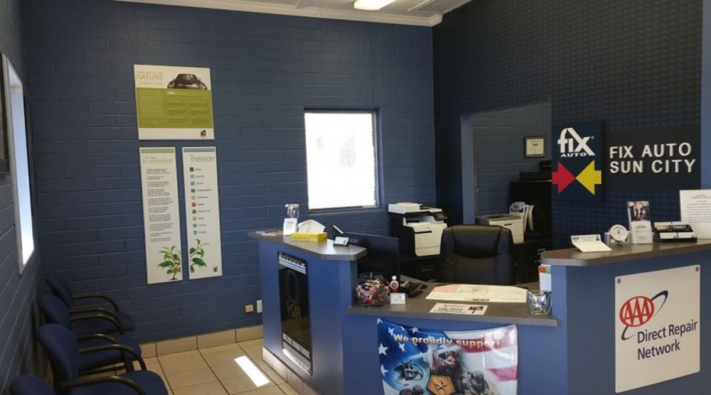 The waiting area at our body shop, located at Sun City, AZ, 85351 is a comfortable and inviting place for our guests.