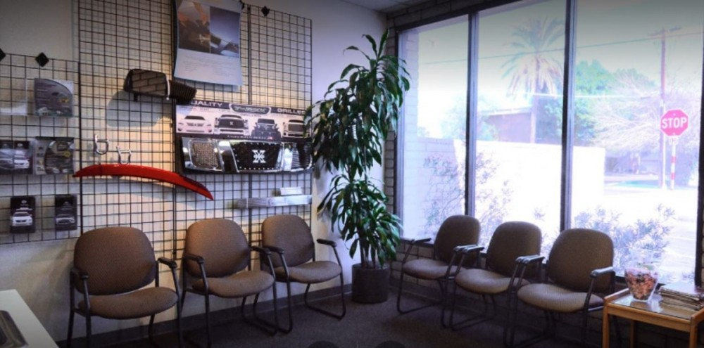 Here at Fix Auto Phoenix, AZ, 85014, we have a welcoming waiting room.