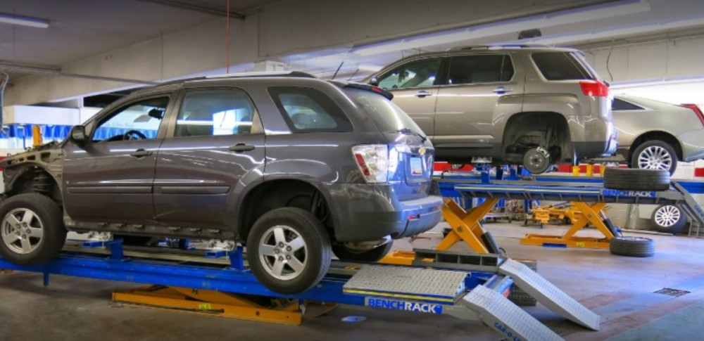 Professional vehicle lifting equipment at Fix Auto Phoenix, located at AZ, 85014, allows our damage estimators a clear view of all collision related damages.