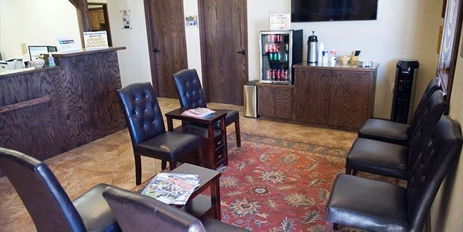 The waiting area at our body shop, located at Longview, TX, 75605 is a comfortable and inviting place for our guests.