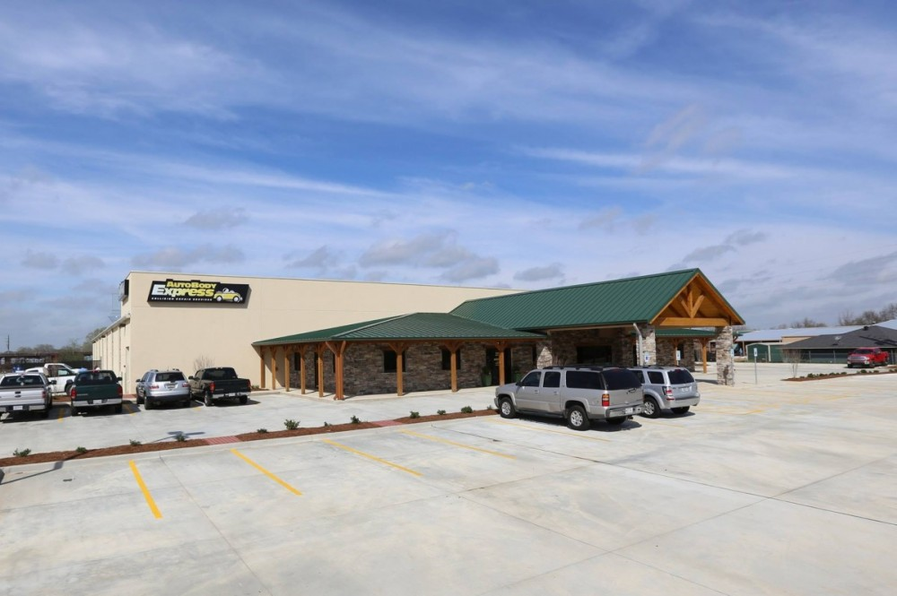 We are centrally located at Bossier City, LA, 71111 for our guest's convenience and are ready to assist you with your collision repair needs