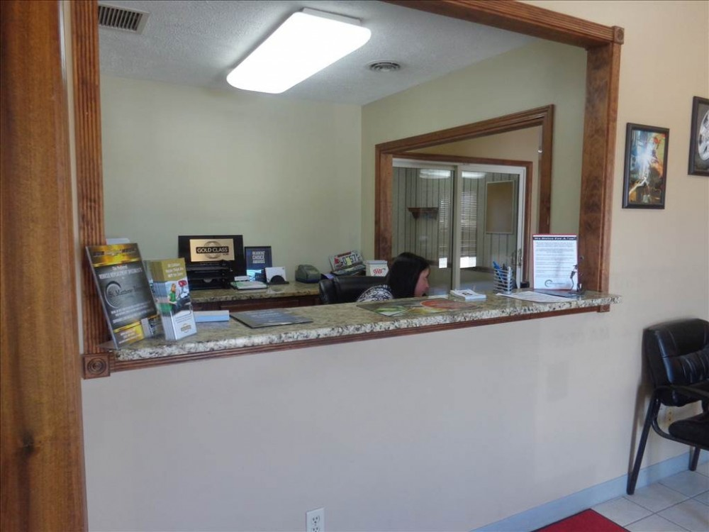 Our body shop's business office located at Louisville, KY, 40207 is staffed with friendly and experienced personnel.